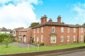 2 bedroom town house/mews house