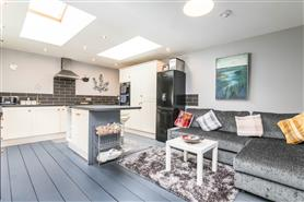 4 bedroom end-terraced house