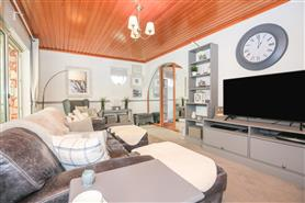 6 bedroom detached bungalow