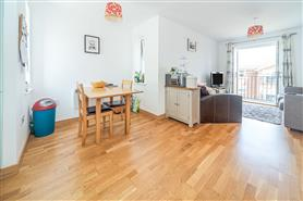2 bedroom upper floor flat