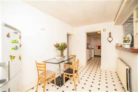 5 bedroom end-terraced house