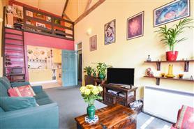 1 bedroom upper floor flat