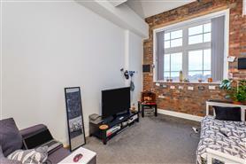 1 bedroom upper floor apartment
