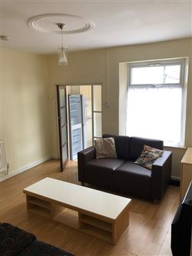 4 bedroom end of terrace for rent